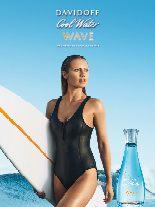DAVIDOFF Cool Water Woman Wave basiert auf einer marinen Note mit frischen und salzigen Komponenten.