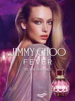 Jimmy Choo Fever feiert eine neue Facette der Jimmy Choo-Frau – extrovertiert, voll spielerischer Energie und Sinn für hemmungslosen Spaß.