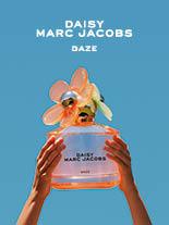 Warm. Pulsierend, Strahlend. Dem Alltag entfliehend präsentiert sich die Marc Jacobs DAISY DAZE Eau de Toilette Limited Edition. Vier Gute Laune Düfte für den Frühling.